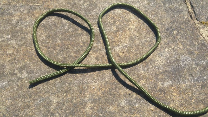 A piece of rope making a Q and a P